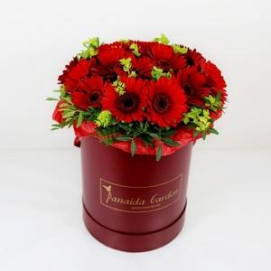 """Цветы """"Гербера"""" в шляпной коробке"""