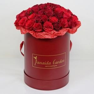 """Цветы """"Игристая вишня"""" в шляпной коробке"""