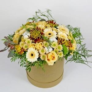 """Цветы """"Ноябрь"""" в шляпной коробке"""
