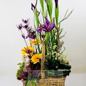 """Букет """"Пасхальный кролик"""" цветы в корзине"""