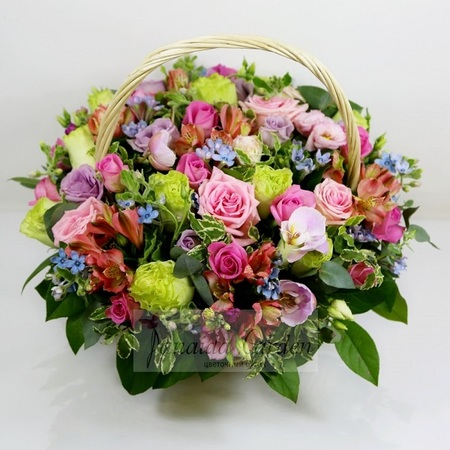 """Букет """"Ассорти"""" цветы в корзине"""
