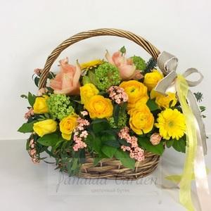 """Букет """"Благородство в простоте"""" цветы в корзине"""