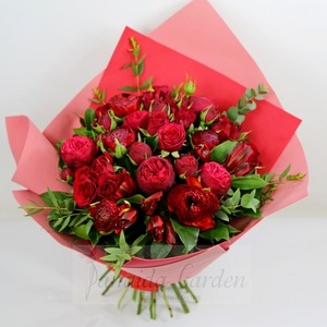 "Монобукет ""Поцелуй вампира"" из красных роз"