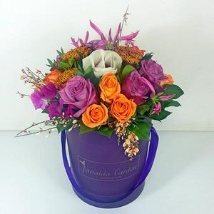 """Цветы """"Карина"""" в шляпной коробке"""