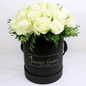 "Цветы ""Black&White"" в шляпной коробке"
