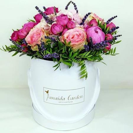 """Цветы """"Евгения"""" в шляпной коробке"""